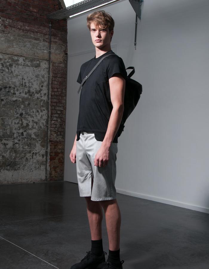 JORGEN/T-Shirt + HENRIK/Bag + HANS/Short