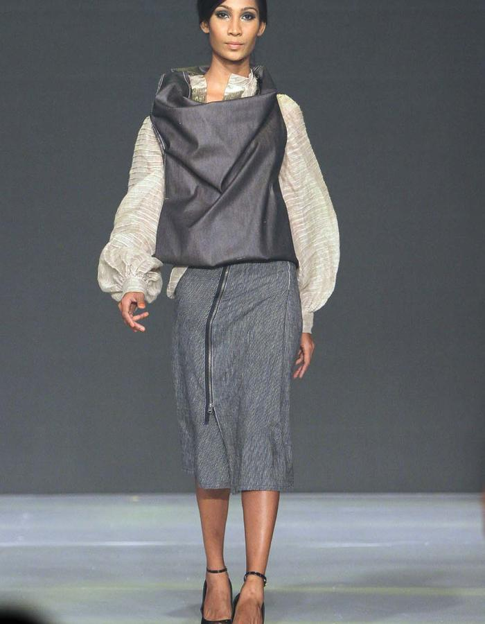 GOURD SHAPED ONE SEAM JACKET/ A LINE SKIRT WITH HIP CUT/PINTUCKED BLOUSE