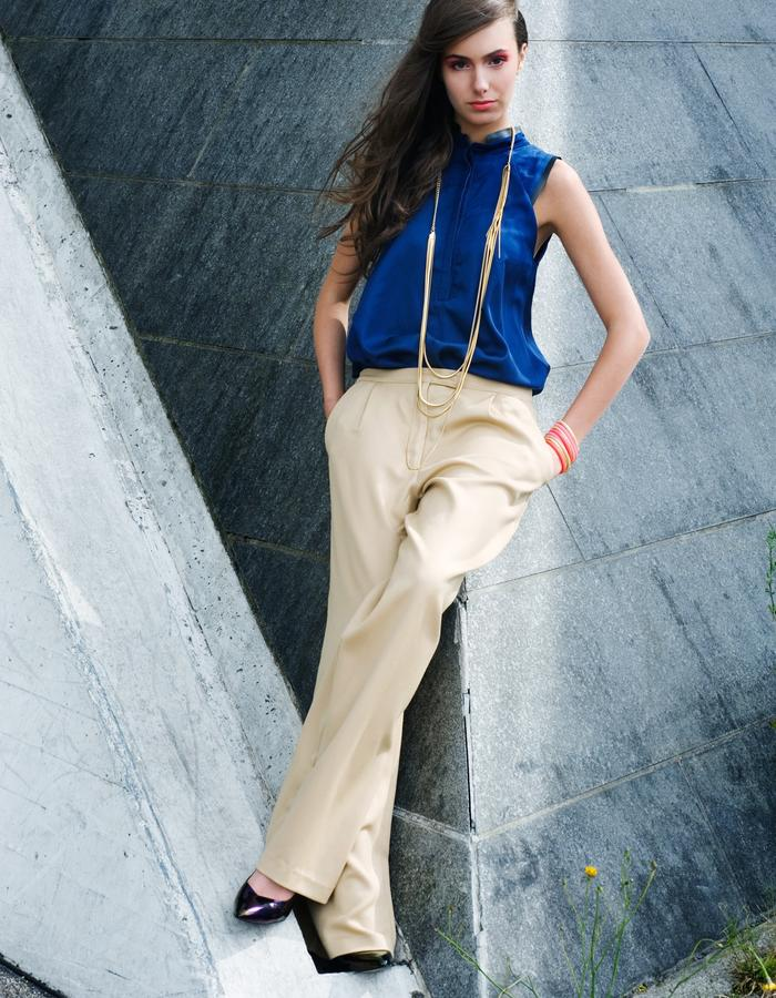 Tisket womens style, wide trousers ans blue blouse