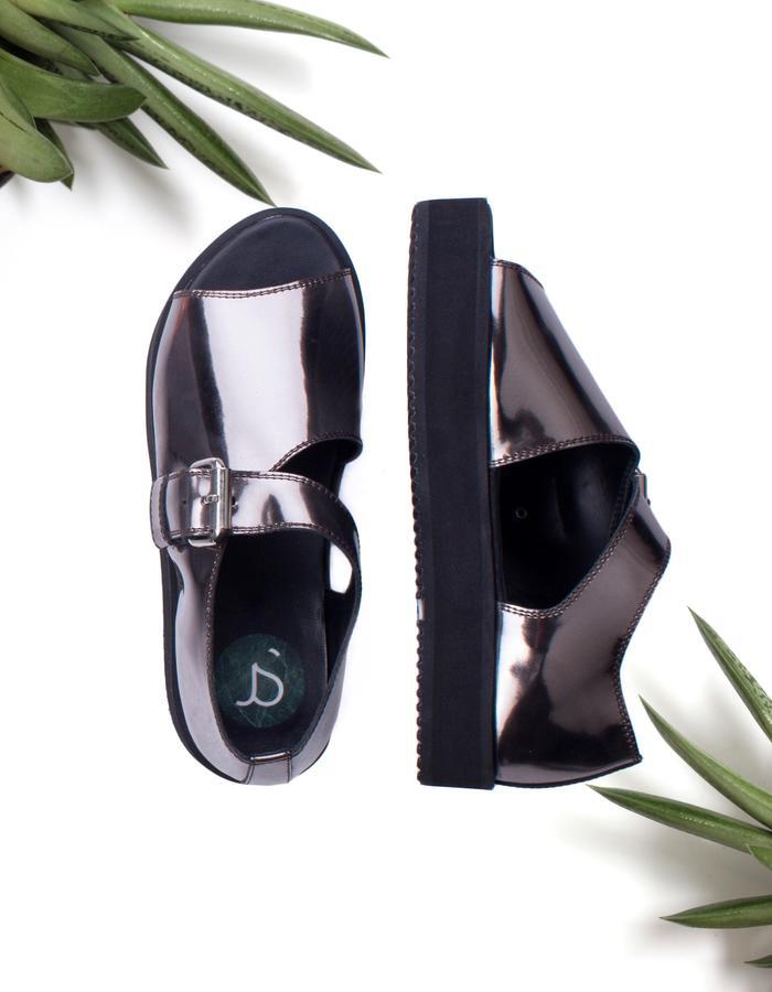 Metallic unisex leather sandals