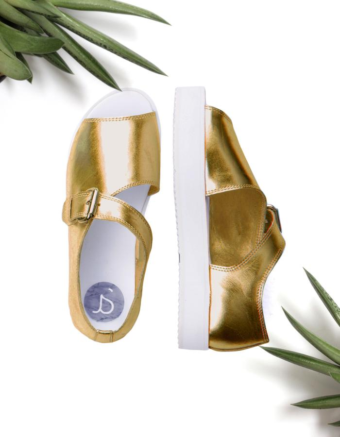 Gold unisex leather sandals