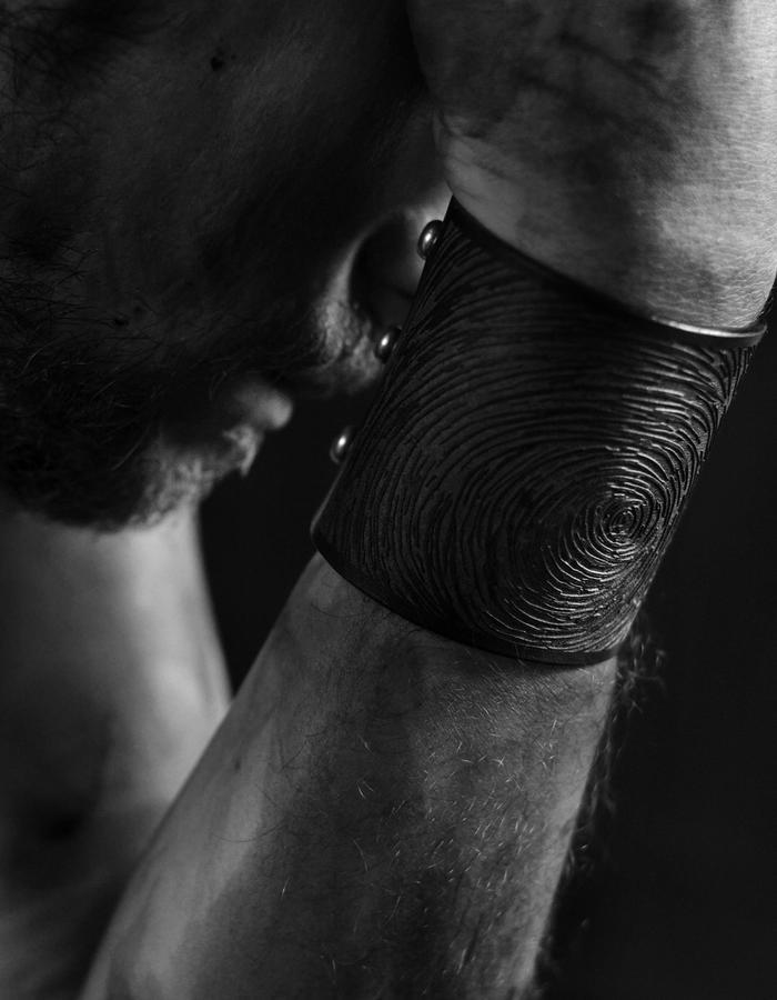 Leather Cuff - Laser engraved - motif Digital