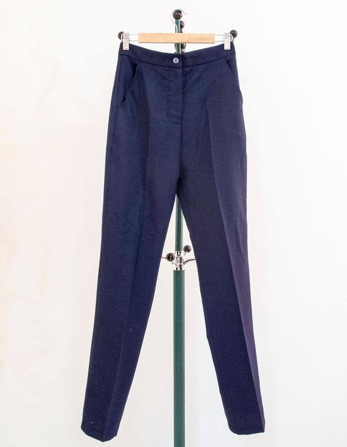 Tailored skinny trouser with four pockets. 4つポケットスキニーパンツ