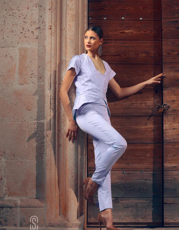 JAMPSUIT WITH EMPHASISED WAIST AND DETAILS.MADE IN SISLK AND COTTON FABRIC