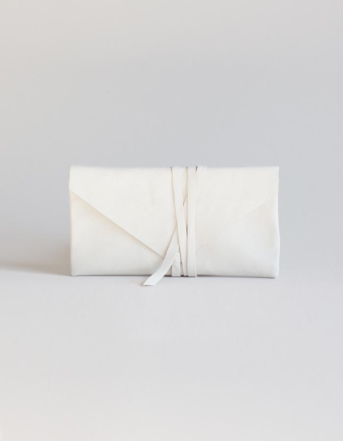 Clara wallet white