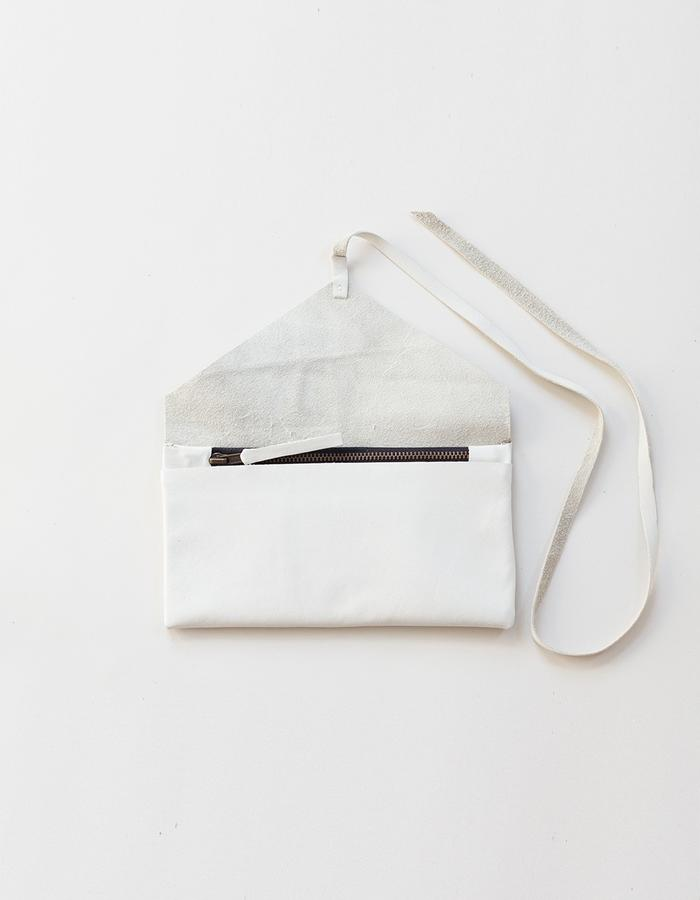 Clara wallet white open