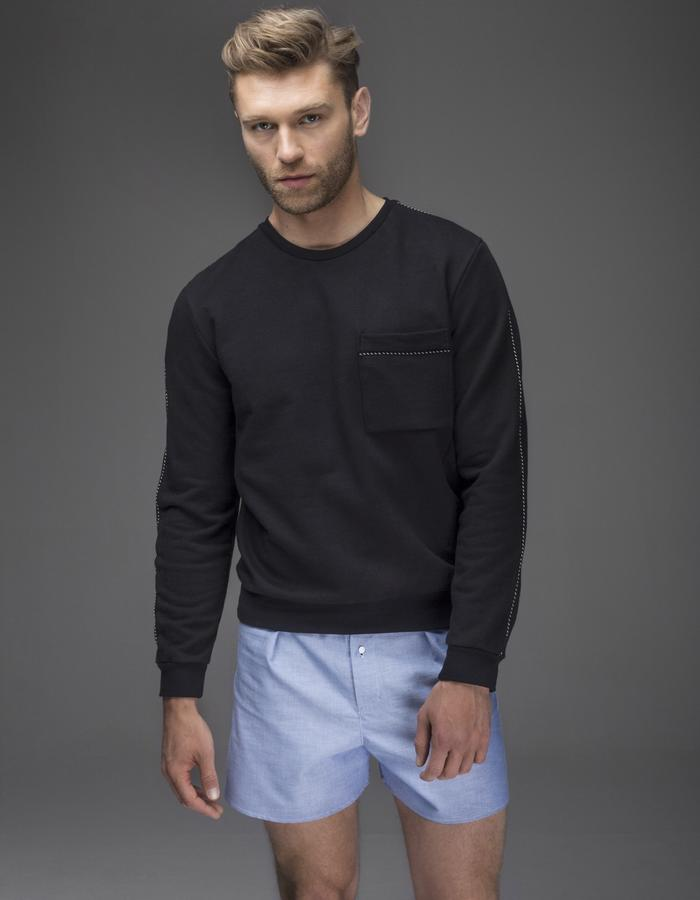 Fyne Garments DART sweatshirt has a tailored fit with darts at the front. Stitch-details create a sartorial, unique look.