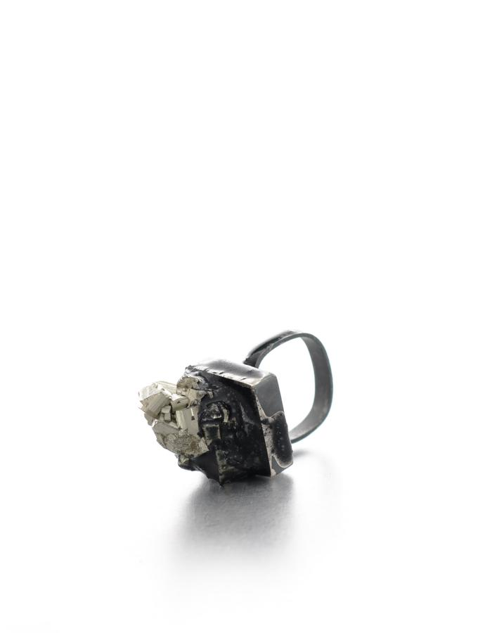 Deep down you like the darkness, ring, silver oxidized, pyrite, pigment, resin, Izabella Petrut