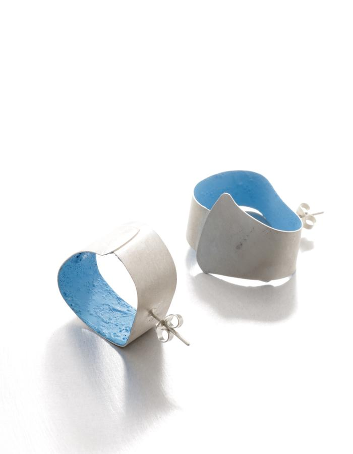 No clouds in the sky, earrings, silver, pigment, Izabella Petrut