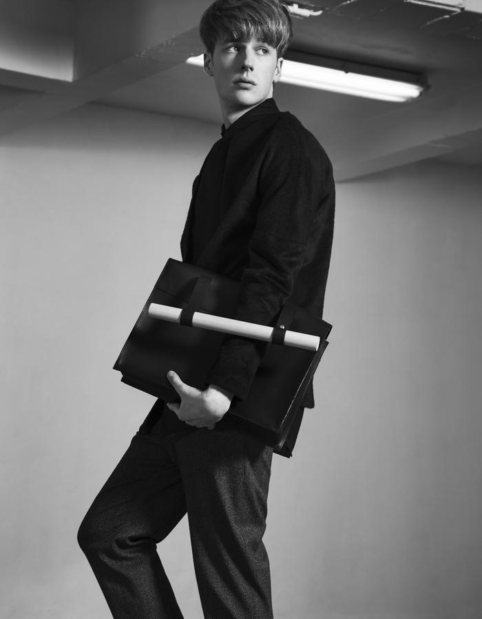 VIKTOR/Sweat + BERNAT BLACK/Shirt + LAZAR GREY/Pants + HENRIK/Bag