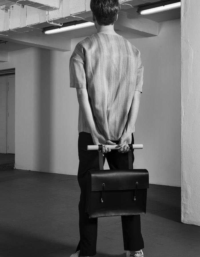 ERNO/T-Shirt + HENRIK/Bag + LAZAR BLACK/Pants