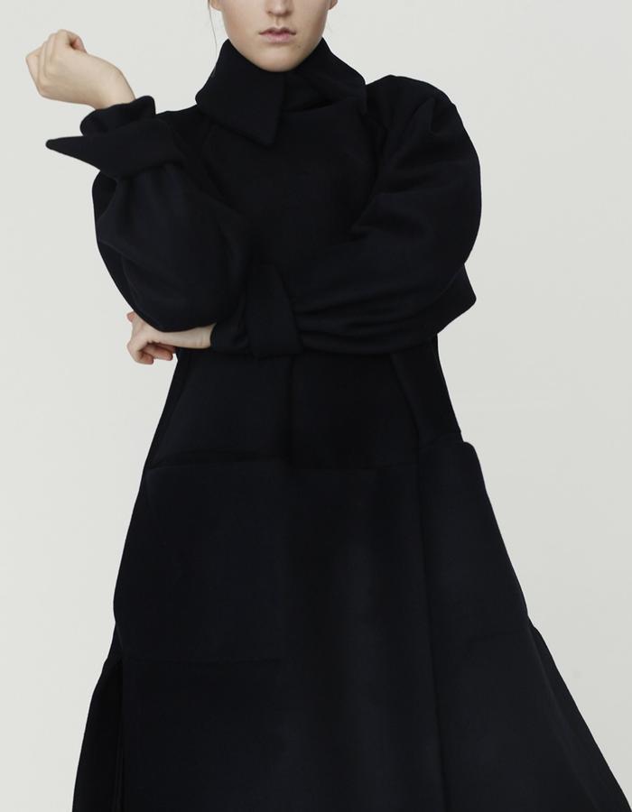 Origami coat YOJIRO KAKE  AW Japanese fashion designer based in Florence Italy