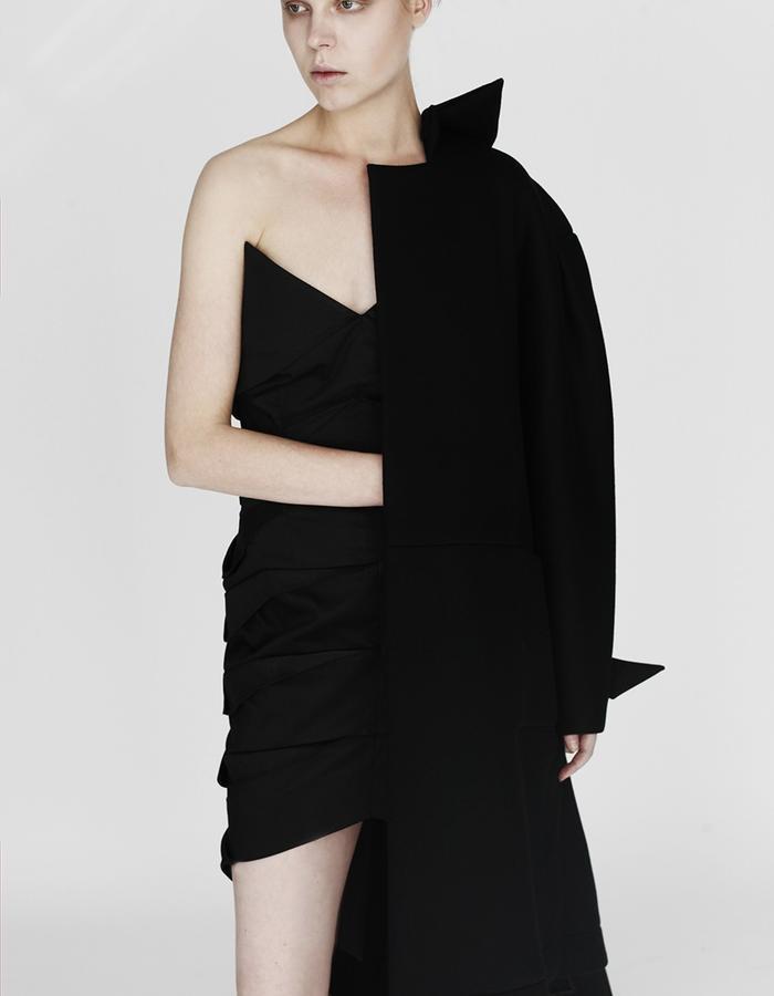 Origami pleating dress, coat YOJIRO KAKE  AW Japanese fashion designer based in Florence Italy
