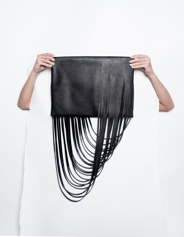 SERIAL N°1.15/BL /OVERSIZED FRINGED CLUTCH/CALF