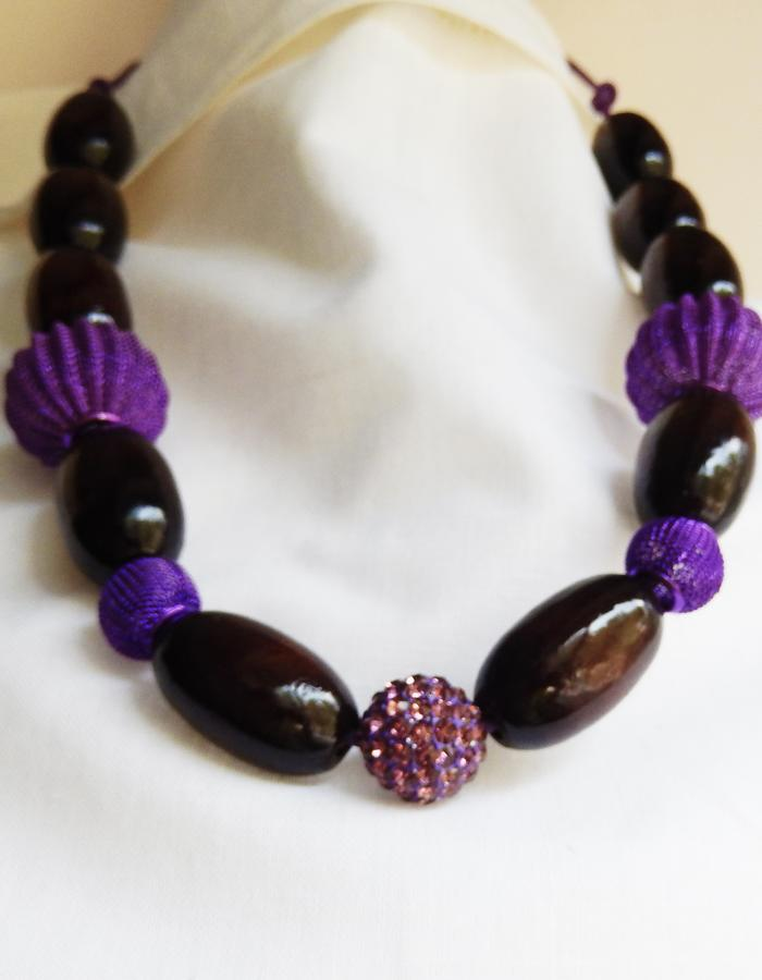 http://www.hearth.biz/english/store/anna-s-necklace/