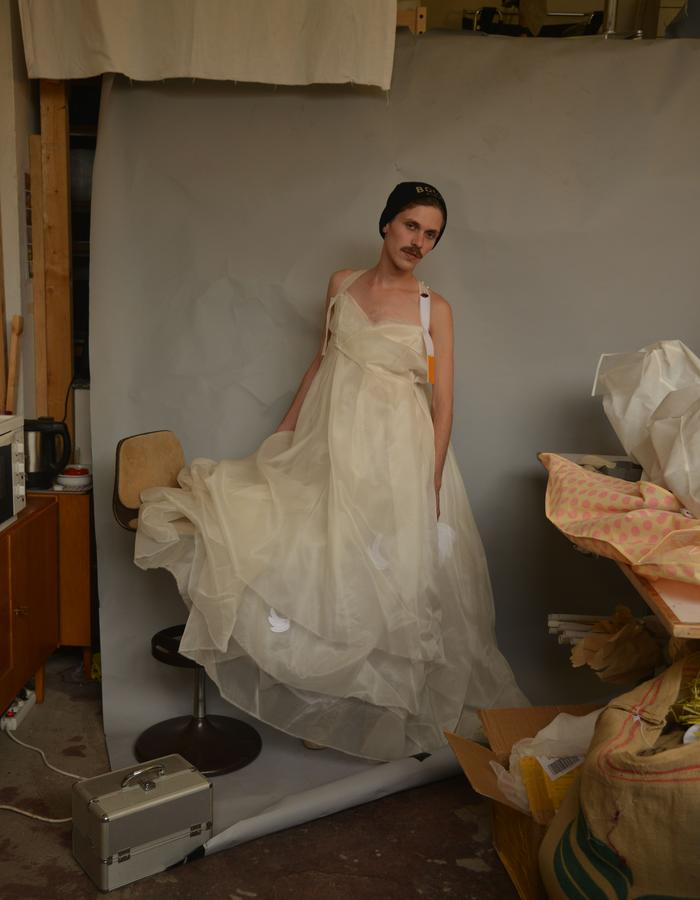 Multilayered Silkorganza Weddingdress with embroidered Cigarette and Bananas