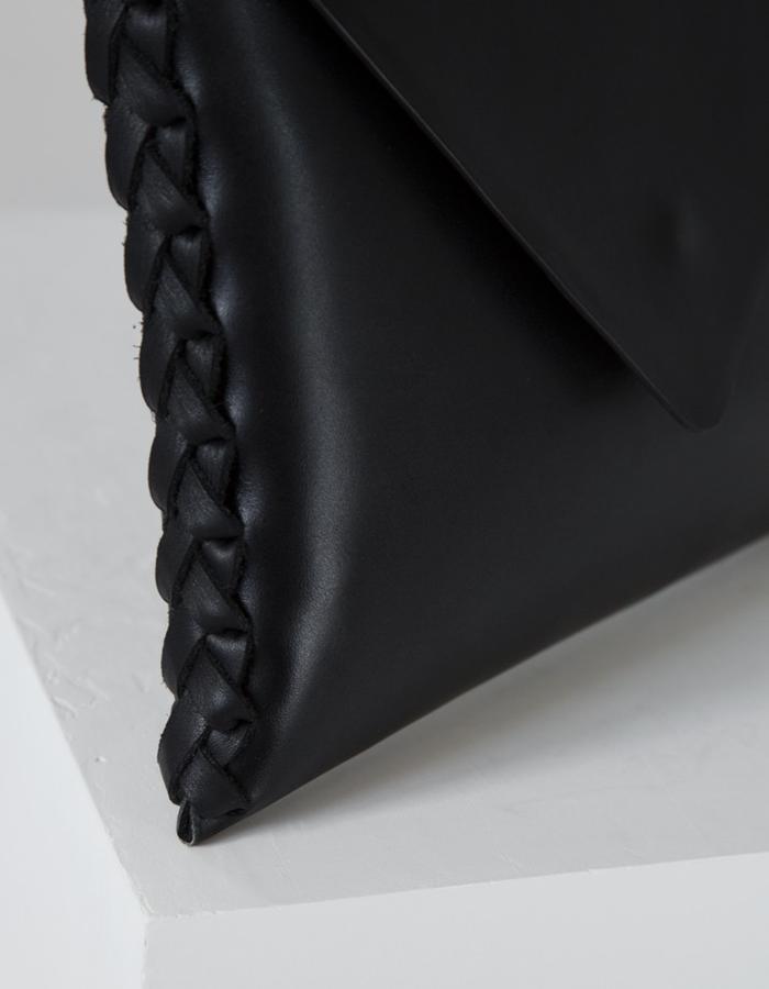 The Tara clutch by Annoukis - detail
