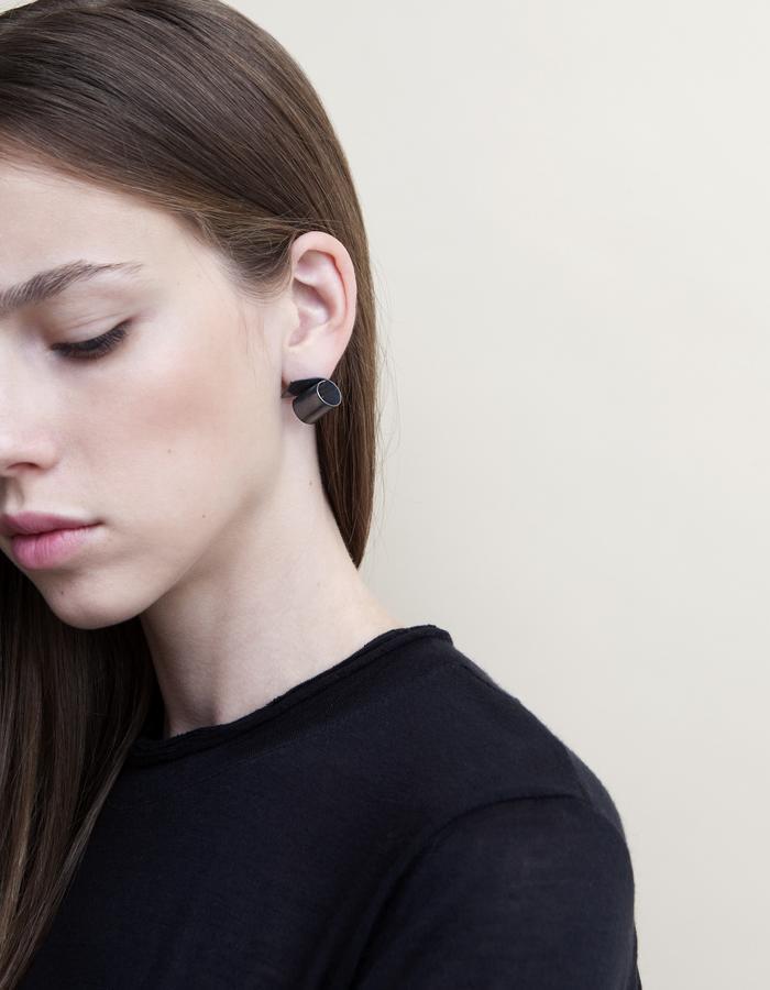 Small Rolled Black Silver Stud earrings