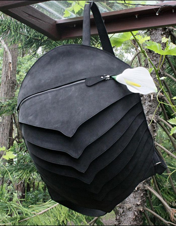 Leather backpack The carapace. Exclusive model. Leather. Inside pocket with zipper, adjustable shoulder straps. There are several variants. Size: 44 cm 34 cm 16 cm