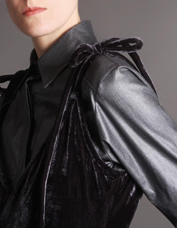 Velvet dress with straps detail
