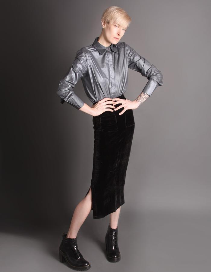 Velvet black skirt with pockets front