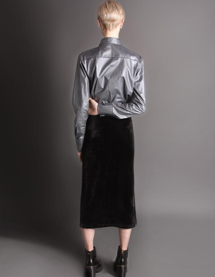 Velvet black skirt with pockets back
