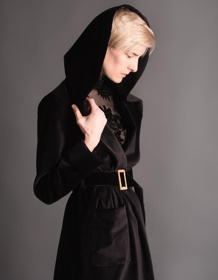 Velvet short coat with hoodie detail