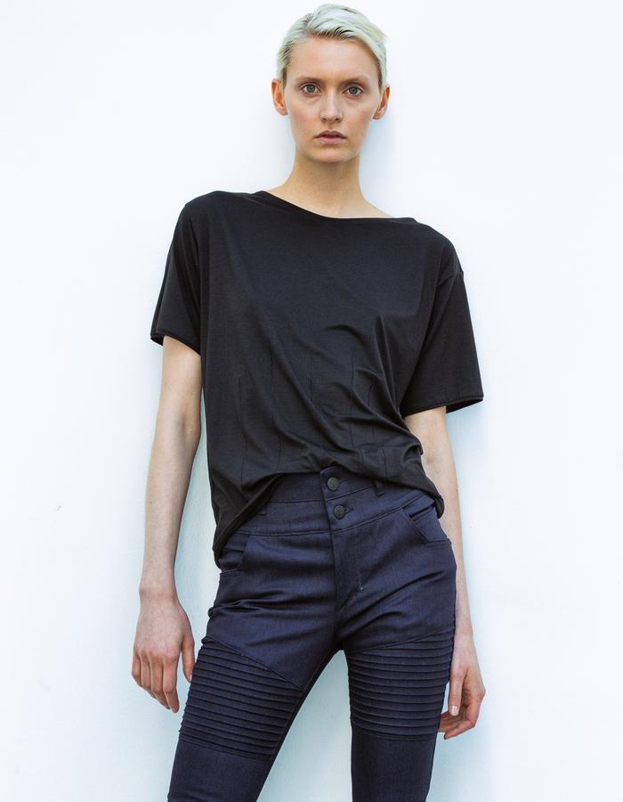 Ash LOOK: Cotton Tee black, Denim Jeans Highwaist Skinny blue