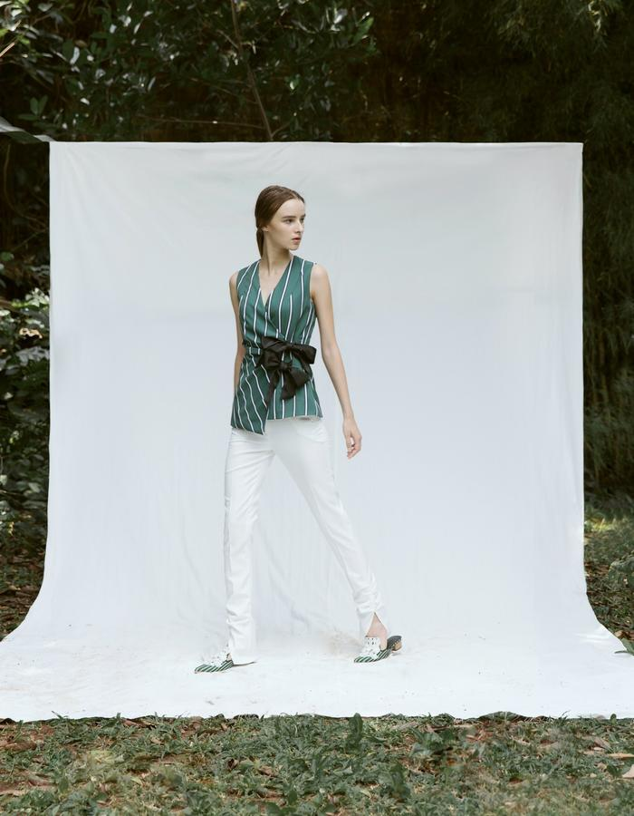 Sleeveless Vest with Ribbons with Ruched Ankle Pants in White